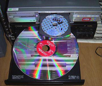 今のDVDをでっかくしたようなディスクでさ……