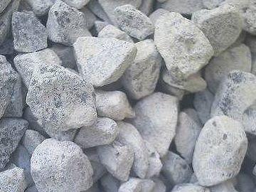 石灰石を使った中和対策が進められた