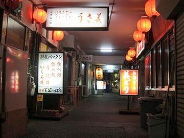 青森駅近くの『駅前銀座』。引揚者が始めた飲食店街が起源だそうです。