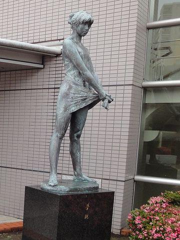 『荒川ふるさと文化館』銅像