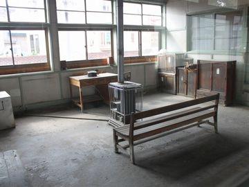 『嘉瀬駅』。これは、待合室ではありません。