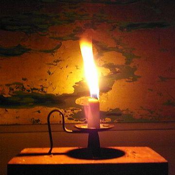 ちなみに蝋燭は、菜種油より遥かに高く、上流階級や料亭でしか使われない贅沢品だったそうです