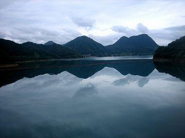たちまち深い湖が出来た