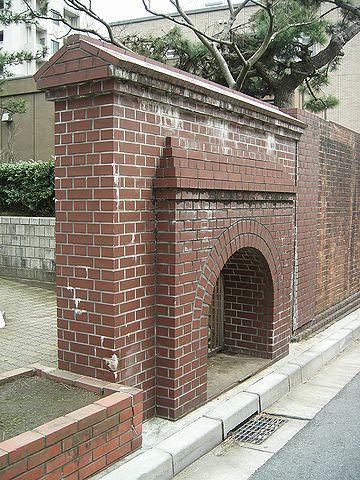 西大畑公園・刑務所通用門