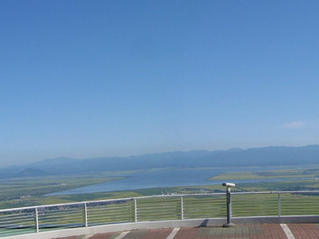 八郎潟の湖面
