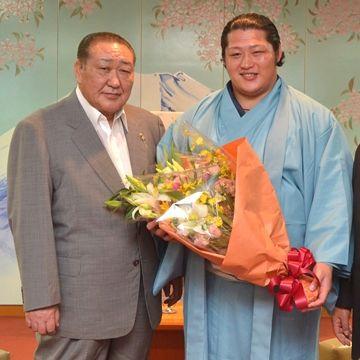 田中理事長と遠藤関。どちらも、怖いですね。