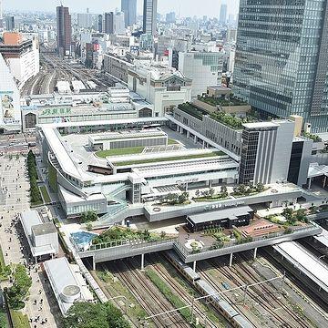 高速バスターミナルの『バスタ新宿』