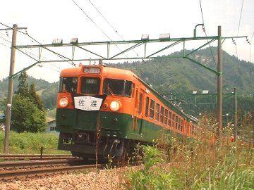 かつて、新潟と上野を、5時間かけて結んでいた急行『佐渡』。この画像は、平成15年の復活運転のもの。