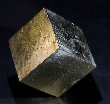 黄鉄鉱(鉄と硫黄からなる鉱物)