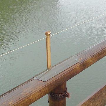 欄干に張られた糸というか、紐