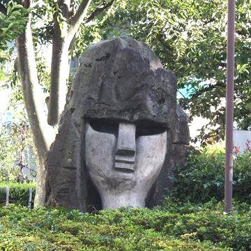 蒲田駅のモヤイ像の画像に、女性像もあったんです
