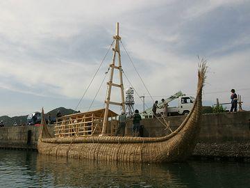 葦船だそうです。沈みそうで怖いです。