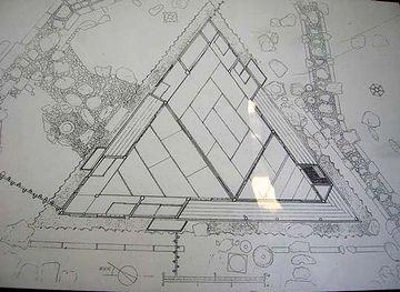 正三角形の茶室『三楽亭』