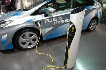 完全な電気自動車に移行するまでの、中途のシステム