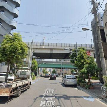 川を渡る前の隅田川大橋