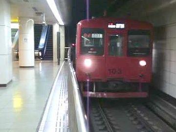 博多駅・地下鉄ホーム