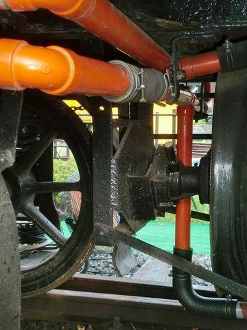 冷却水の配管。かつて京都に存在した『加悦鐵道』の車両です。