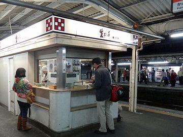 こちらは、東海道線の『三島駅』。旅情ですなぁ。