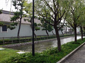復元された早川堀。復元するくらいなら、埋めるなって話ですが。