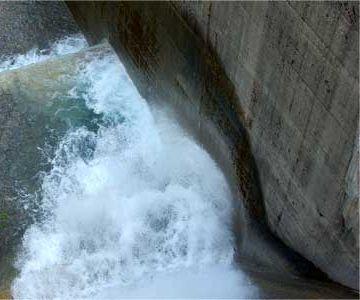 岐阜県大野郡白川村にある『白水ダム(電源開発㈱)』
