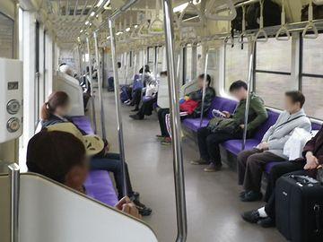 旅の風情はまったくなくなりました。並行在来線は、通勤通学のためのものということでしょう。