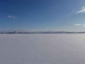 いくら雪が降っても、真っ平じゃスキーは出来んのです