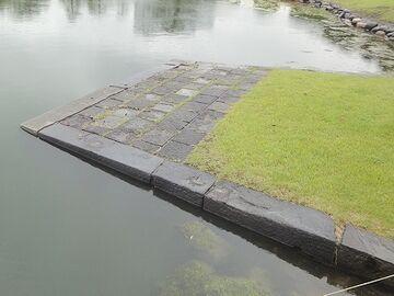 池にスロープ