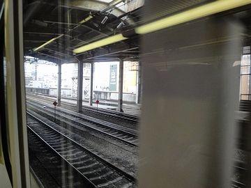 長岡駅を発車します