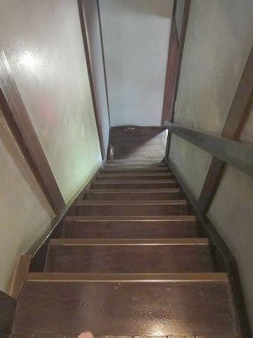 階段を下ります