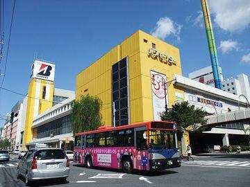 バスセンターは、東京行きの高速バスも出る集積所です