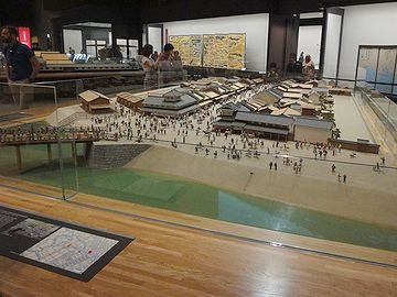 とにかく広く、展示品の規模、量、ともに半端ではありません