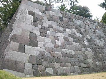 皇居東御苑内の石垣