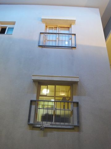 当たり前ですが、2階にも同じ窓があります