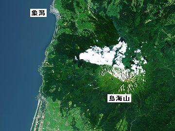 この地震で、鳥海山の西麓が、最大2メートル隆起
