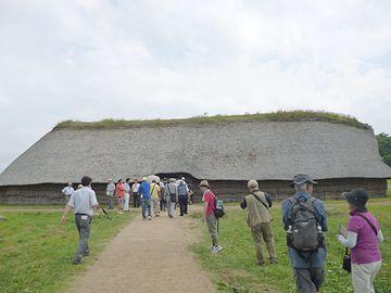 大型竪穴式住居内部