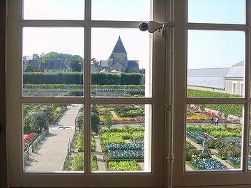 お屋敷には、広い庭園が必ずあった