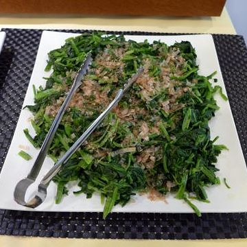 日本的朝食の定番、『ほうれん草のおひたし』です。