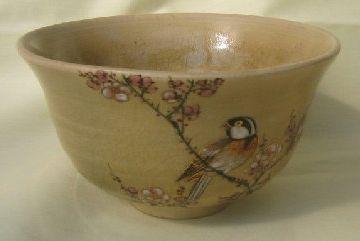 主人は、茶碗の一番美しい絵柄を客に向けて出すのよ
