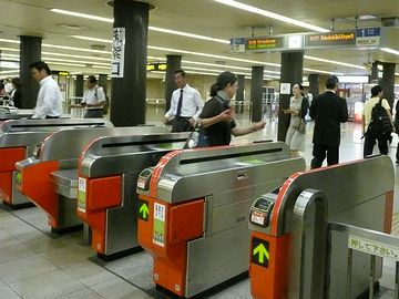 博多駅・地下鉄改札
