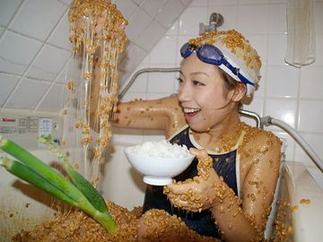 で、苦しそうな顔しながら、納豆をたらふく食べたわけ