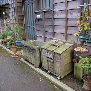 「ごみ箱」の隣は、防火用の水槽ですね