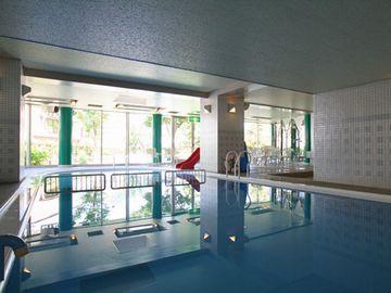 『アーバンヒルズ湯沢リゾート』の屋内プール