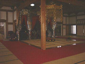おー、お寺の匂いがする