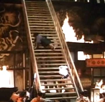 ヘタすれば、2人重なって、階段落ちだったわ