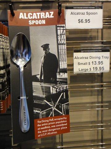 『アルカトラズスプーン』。アルカトラズ監獄で、食堂から盗んだスプーンを使い、壁に穴を開けて脱獄した囚人がいたそうです。