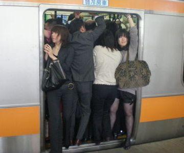 連日、満員電車よ