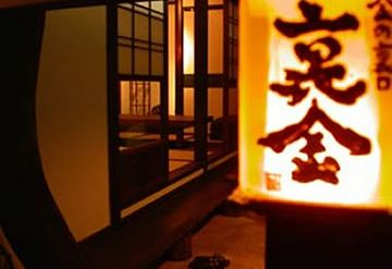 福岡にある『金の箸』という料理屋さんの離れ。裏口にあるので『裏金(うらきん)』だとか。