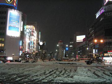 雪の新潟駅前