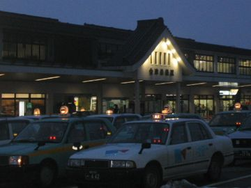 夜の会津若松駅