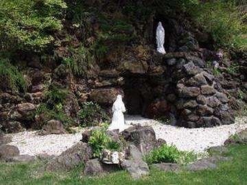 函館のトラピスチヌ修道院にある『ルルドの洞窟』